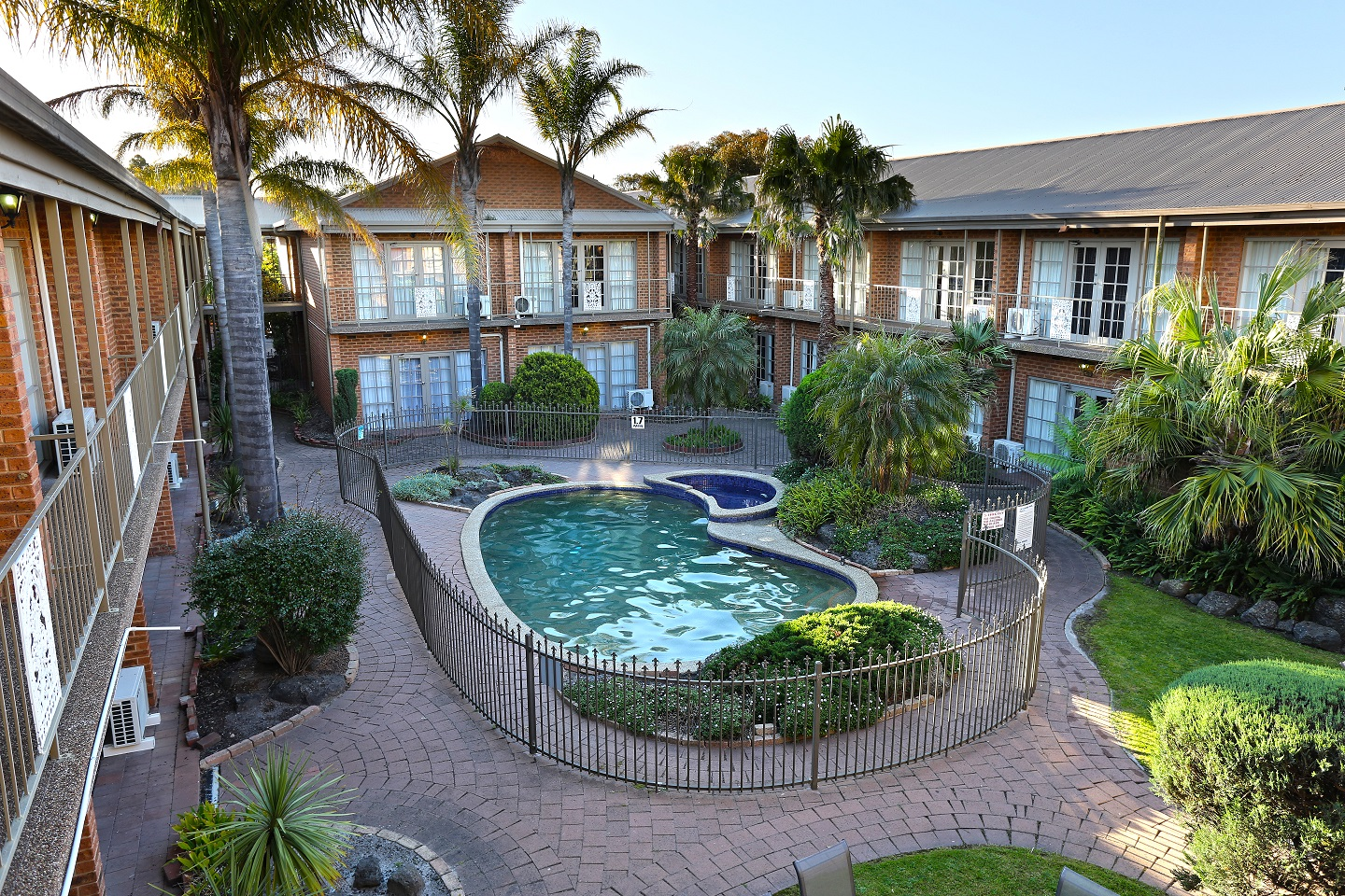 Quality Hotel Melbourne Airport - Holiday Byron Bay