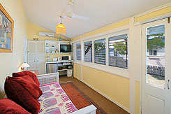 Barbara's Budget Accommodation - Holiday Byron Bay