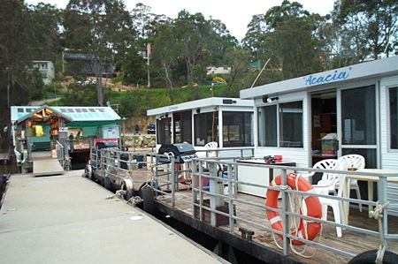 Clyde River Houseboats - Holiday Byron Bay