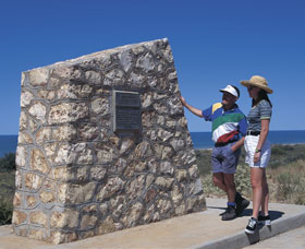 Potshot Monument - Holiday Byron Bay